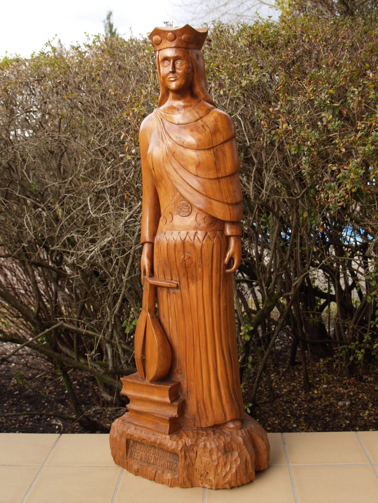 Statue Aliénor